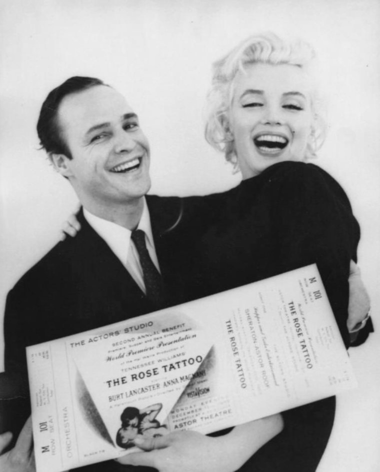 1955 / by Milton GREENE... Marilyn et Marlon BRANDO firent une séance photo au studio de Milton GREENE, avant de se rendre à la première de « The rose tattoo », une soirée destinée à récolter des fonds pour l'Actors Studio (ils récolteront 100 000 $) (part 3, voir TAG).