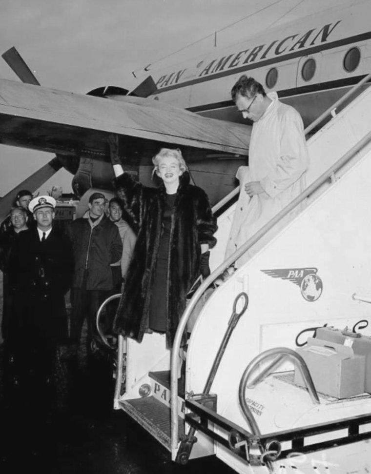 1956 / 22 Novembre, suite à leur départ de Londres (voir article plus haut), les MILLER font une escale en Irlande où une dégustation de bières les attend, et arrivent enfin sur le sol américain.