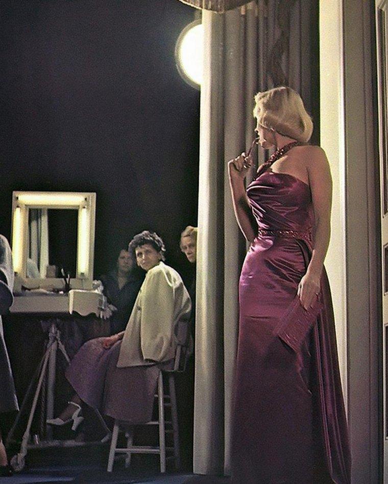 """1953 / Marilyn, Betty GRABLE et Lauren BACALL lors du tournage et photos publicitaires de """"How to marry a millionaire"""" sous les objectifs de John FLOREA et Frank WORTH."""
