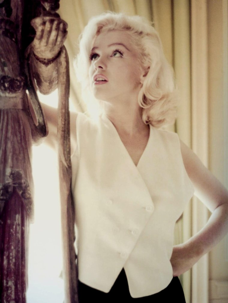 1953-55 / Les news de Marilyn by Milton GREENE.