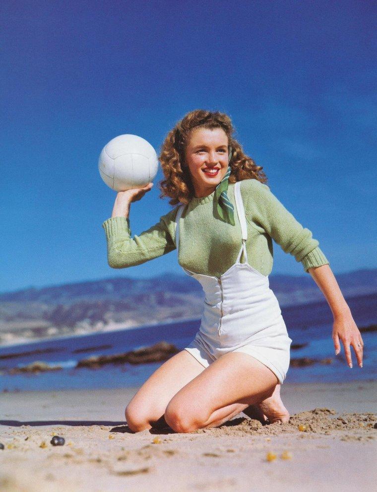 1945 / Norma Jeane by Andre De DIENES