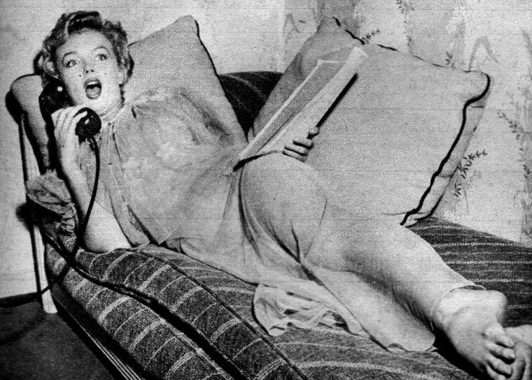 1952 / Marilyn en nuisette by Carlyle BLACKWELL Jr.