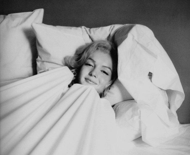 1953 / Bonne fin de soirée !... Marilyn by Milton GREENE.