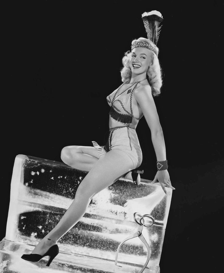"1948 / Marilyn pourrait bien faire fondre la glace... Photo publicitaire pour le film ""Ladies of the chorus""."