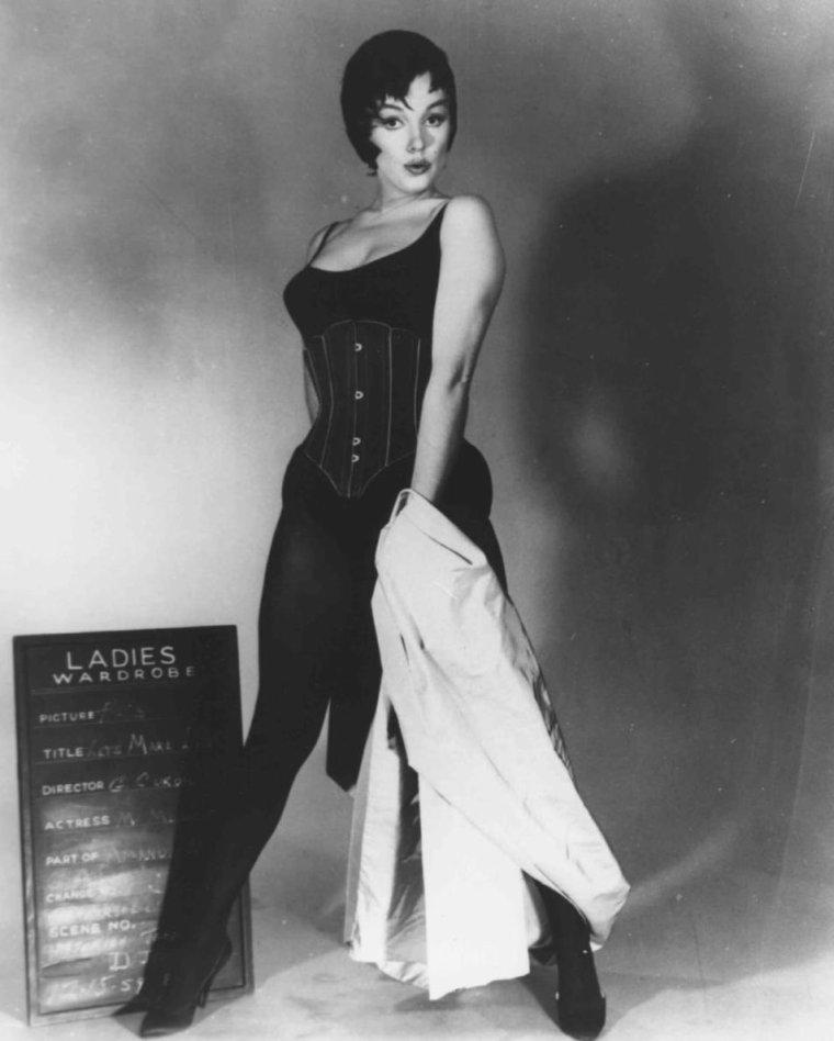 """1959 / Essais costumes pour le film """"Let's make love"""". (le film sortira en 1960 biensûr)."""