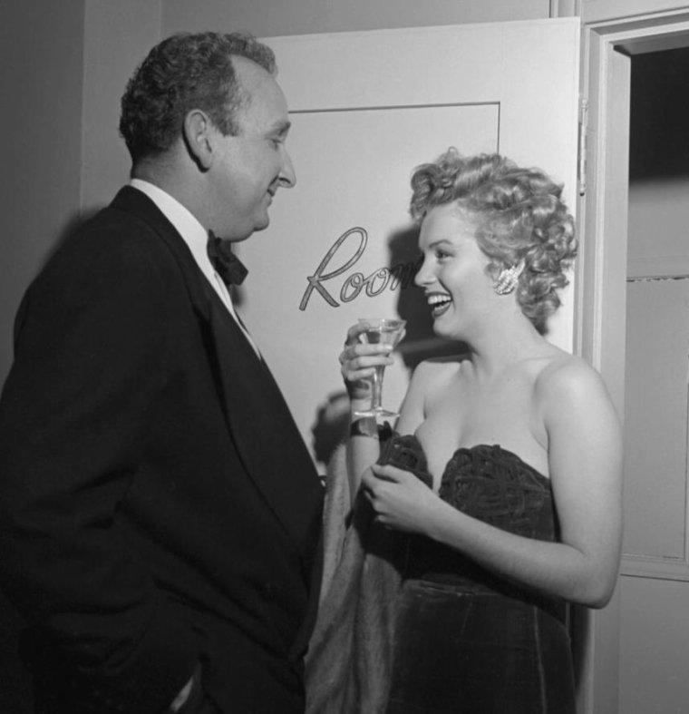 """1952 / 8 Février, Marilyn reçoit le prix de « La plus jeune personnalité du box-office » par les """"Henrietta Awards"""". La cérémonie eut lieu au """"Del Mar Club"""" situé 1910 Ocean Front avenue à Santa Monica. (part 3, voir TAGS)."""