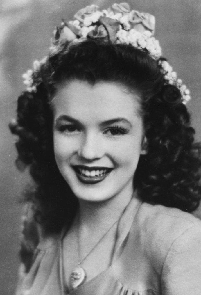 1941 / Norma Jeane à l'âge de 15 ans