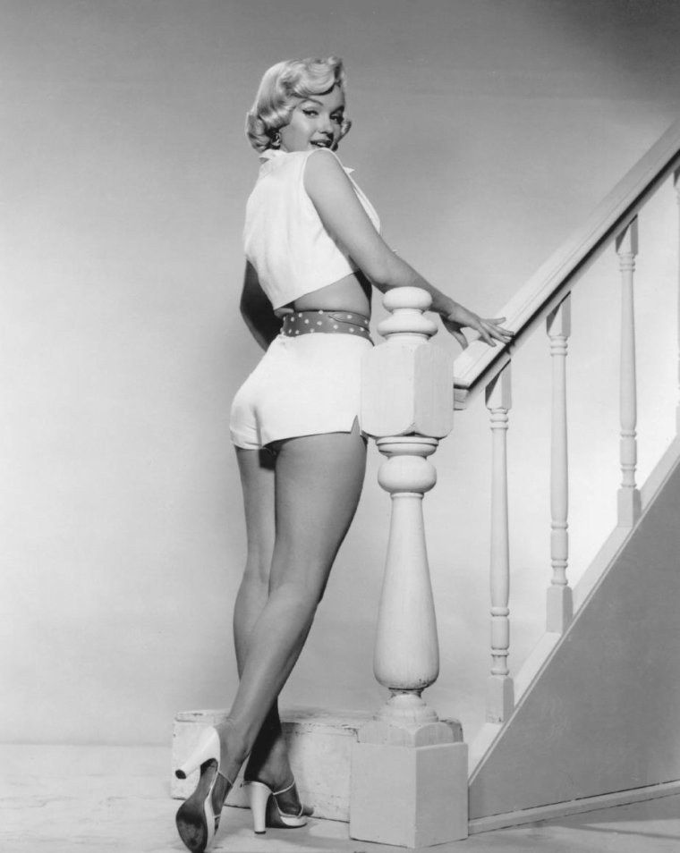 "1954 / So sexy ! Marilyn sur ces deux photos promotionnelles pour le film ""The seven year itch""."