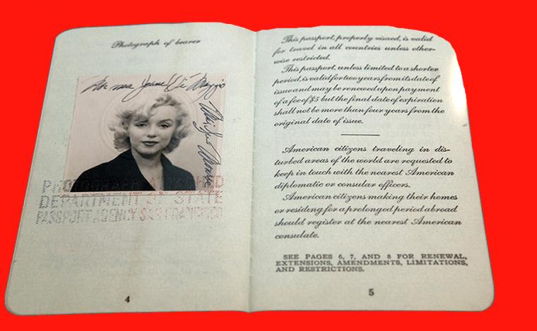 1954 / EFFETS PERSONNELS / Quelques documents officiels de Marilyn et Joe (photos d'identité, carte militaire d'identification lors du séjour de Marilyn en Corée, passeport et permis de conduire).