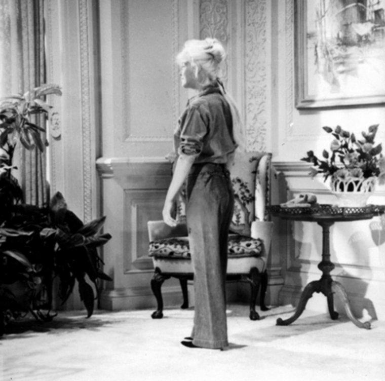 """1962 / Marilyn aurait pu porter cet ensemble dans son dernier film inachevé """"Something's got to give"""" ; il n'a pas été retenue finalement. (pour mon plus grand bonheur je l'avoue)."""