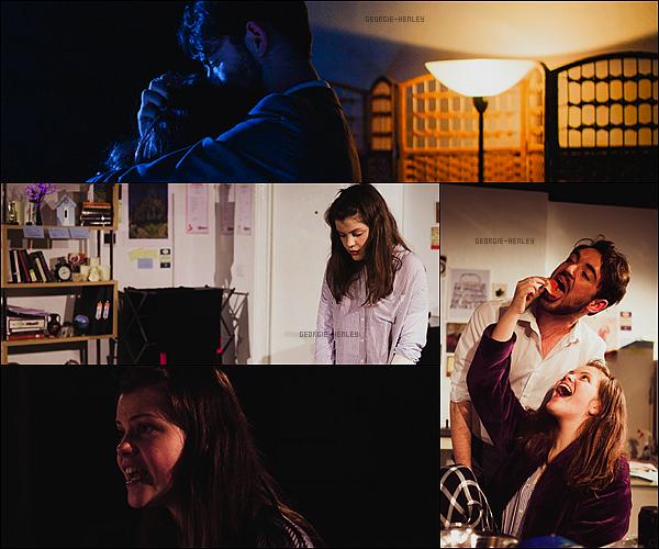 . Georgie débute l'année avec un rôle dans la pièce de théâtre « Skylight » qui s'est jouée au Corpus Playroom.La pièce s'est jouée du 12 au 16 janvier 2016. Elle interprête Kyra, une professeur d'école. Vous la préférez au cinéma ou plutôt au théâtre ? .
