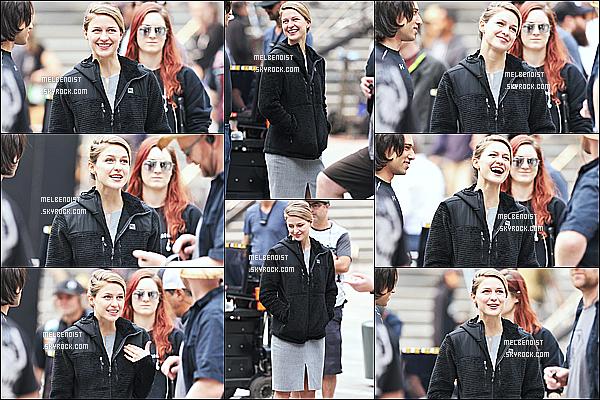 * 13/08/18 :    Melissa Benoist a été aperçue lorsqu'elle était sur le tournage de la série « Supergirl », dans Vancouver. Melissa est très belle et toute souriante. J'aime beaucoup la première tenue qu'elle porte. Son autre tenue est pas mal aussi. Je lui donne donc des Tops.  *