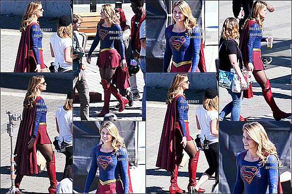 * 05/09/18 :    Melissa a été repérée une nouvelle fois sur le tournage de la série « Supergirl » à  Vancouver au Canada. Melissa est belle et souriante. Elle porte cette fois-ci son fameux costume de Supergirl. Ses lunettes de soleil sont superbes je trouve. Je lui mets un Top.  *