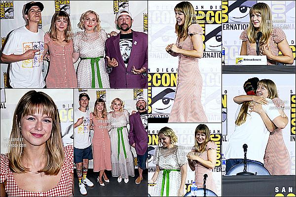 * '•-20/07/19-' : La belle Melissa Benoist était présente lors de l'événement « Comic-Con » qui se déroulait dans San Diego. Melissa est vraiment ravissante. Je suis fan de sa mise en beauté. J'aime beaucoup la robe qu'elle porte, elle lui va à merveille. Donc Top. *