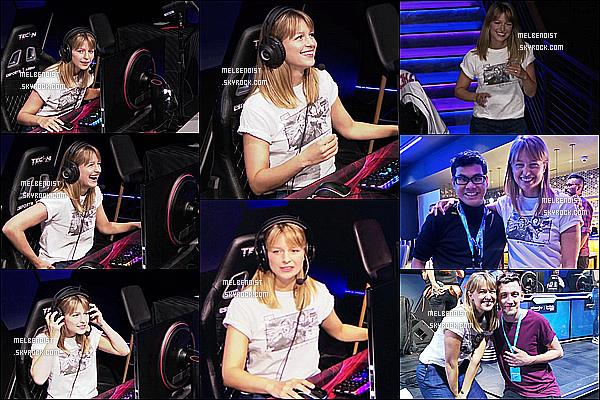 * '•-13/07/19-' : Melissa Benoist était présente - à l'événement « #TwitchPrime » pour tester des jeux vidéos - à Las Vegas. Melissa B. a testé le nouveau jeu vidéo Apex. Elle est vraiment ravissante. J'aime bien sa tenue simple qu'elle porte. C'est un Top pur moi. *