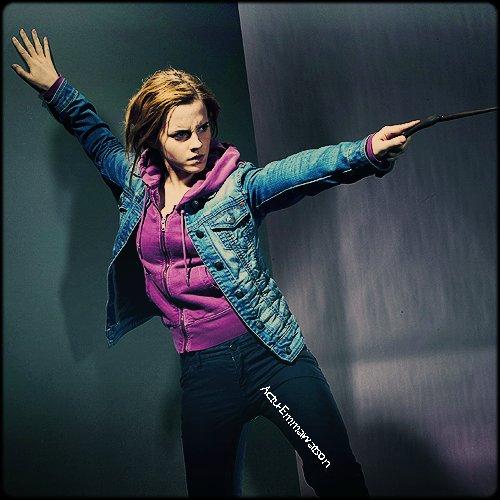 Deux nouvelles images de Emma Watson dans le rôle de Hermione Granger  ( Harry Potter et les reliques de la mort partie 2 )  : Sublime *_*