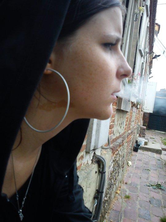 Je fume, comme une passion.