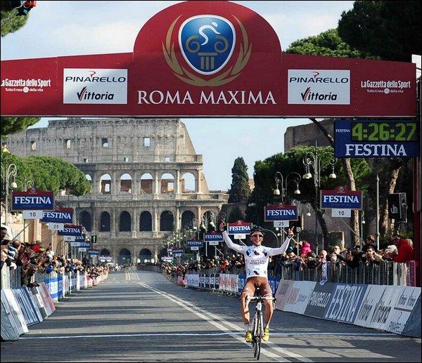 Rien que pour de telles photos de victoire, on aime le cyclisme.