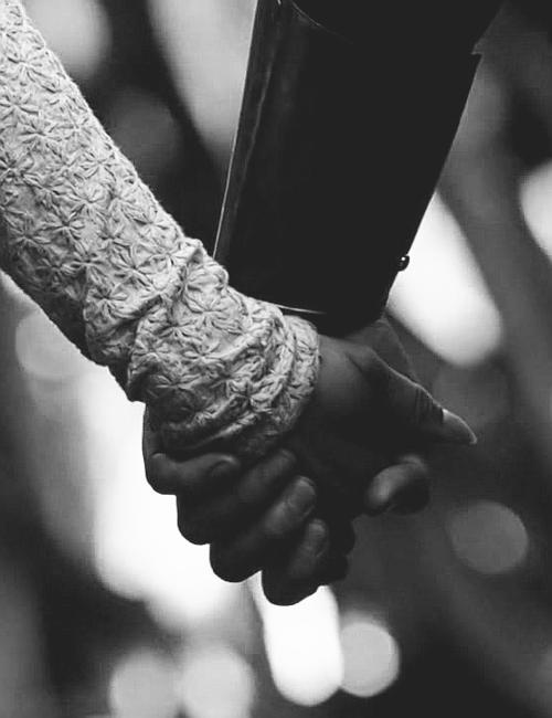 """Chapitre 6: """"Entre l'amour et l'amitié, il n'y a qu'un lit de différence."""" Henri Tachan"""