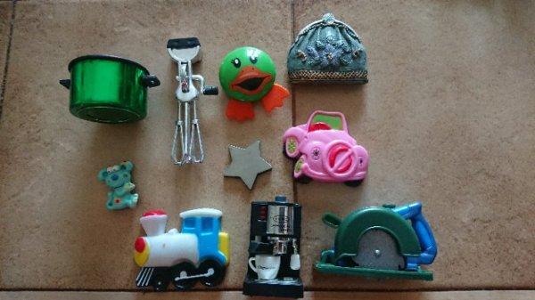 Lot magnets à vendre deux euros ou échange contre magnets, fèves pin's ou badges