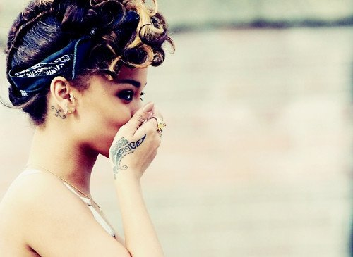 RIHANNA'S HAIR LOOK LIKE STYLE