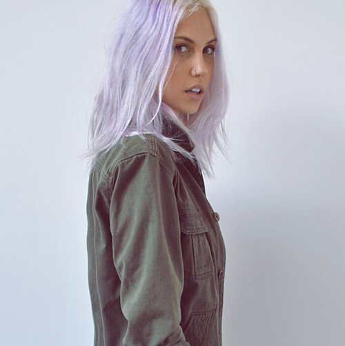 next hair, as i had said, getting blond, so it starts now... and i'll maybe put on lilac color after but with those short hair, im not sure so we'll see i'll show you new ictures soon of course! Also gonna get my nose pierced this week, hihi only 20$ it's given ahha. ANXIOUS