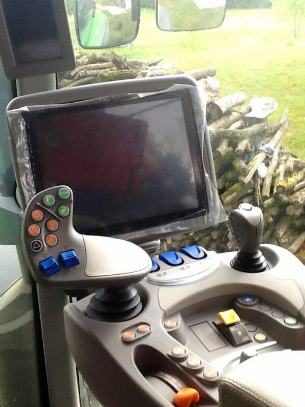 Ses un tracteurs simples d'utilisation avec un écran tactile