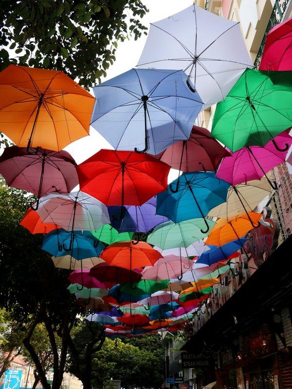 Une ville Hồ-te en couleurs.