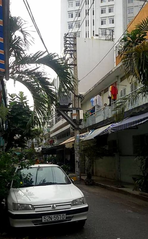 Peug'Hồ Citr'Hồ-ën.