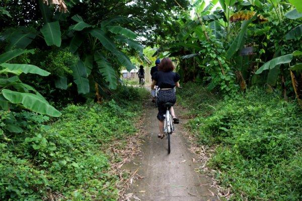 En bat'Hồ, ou à vél'Hồ.