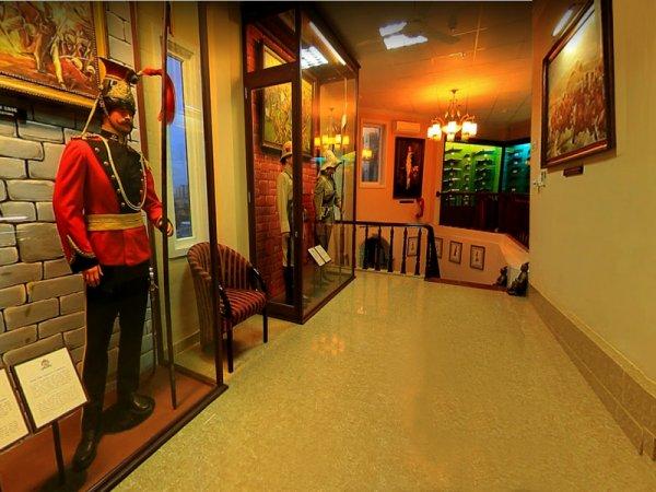 Un tour Hồ musée.