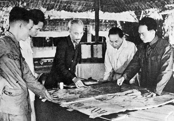 Hồ mois de mai 1954
