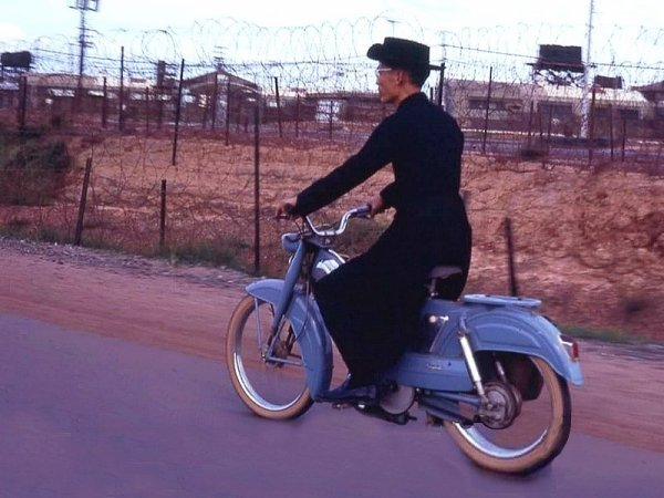Mon curé Hồ Việt Nam.