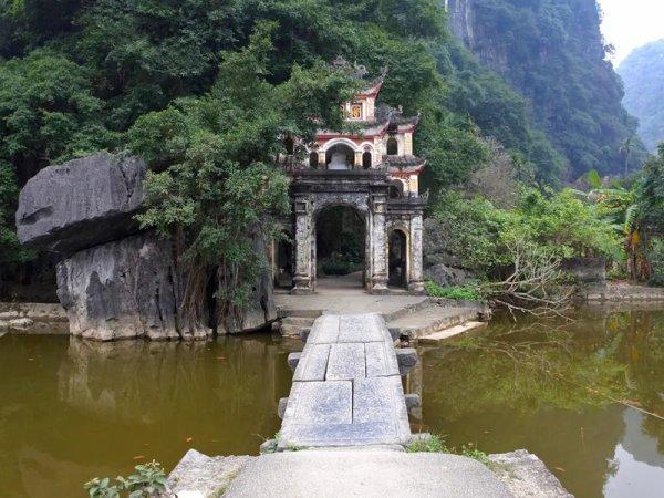 Is'Hồ-lé.