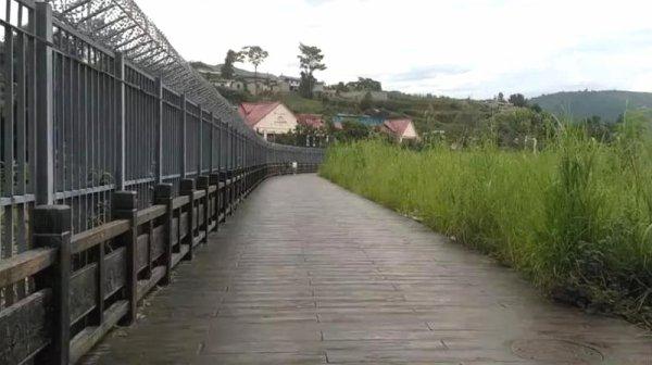 Nouv'Hồ mur.