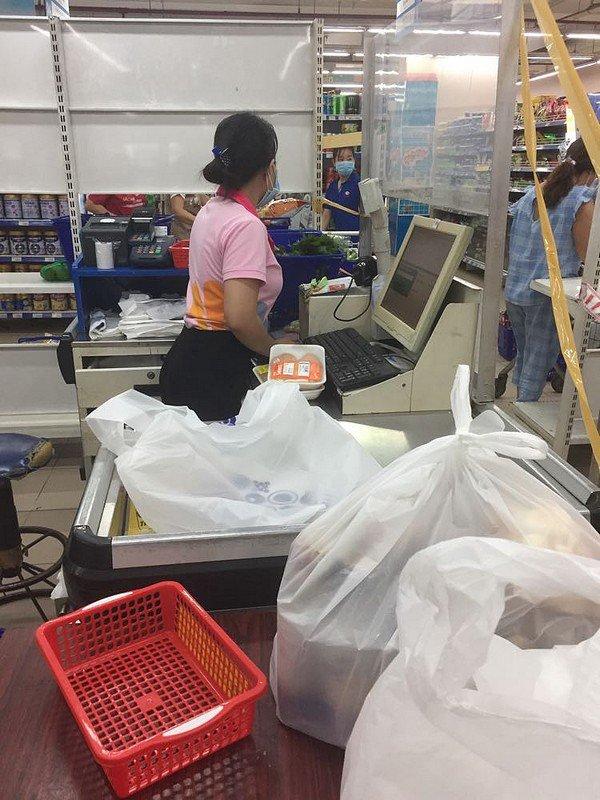 De retour Hồ supermarché.