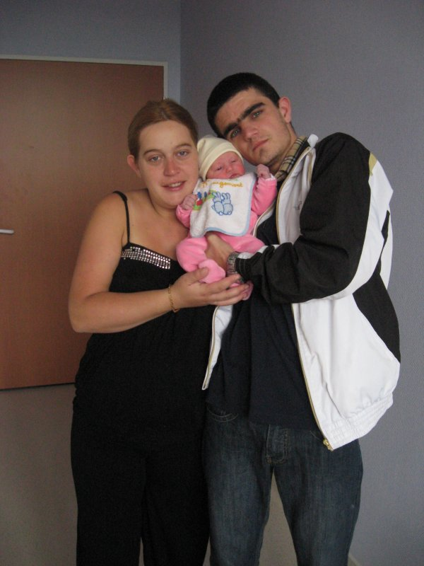 ptite princesse avec ca maman et sont papa trop belle famille jvous aimes