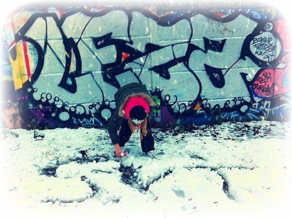 leza a bajo de la nieve