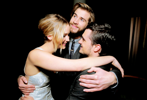 Hunger Games CastHunger Games - Mockingjay part 2 : juste incroyablement fort en émotion ♥ ♥ ♥