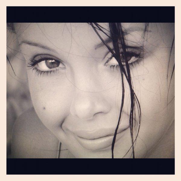 Nabila Benattia Quand elle était petite