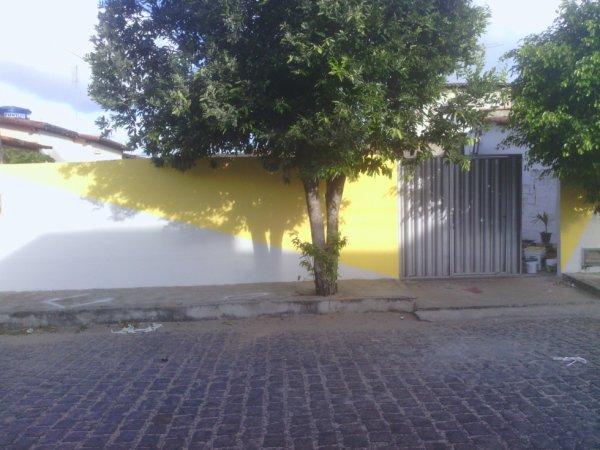 mas um dia de luta a frente do,muro eu que pintei e eu pinto a sua me ligue