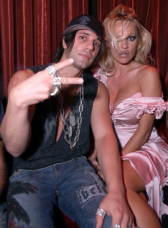 Criss avec Pamela Anderson