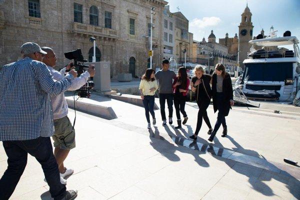 """PHOTO du clip """"Voulez vous dansez""""  POUR WARNER RÉALISER PAR KEVIN FOUILLET ..MERCI de la part du groupe très beau souvenir"""