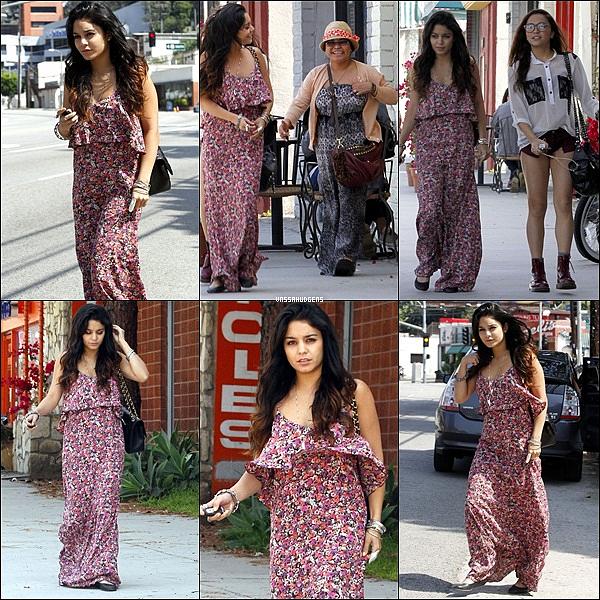 _ 30/04/2012 : C'est un Vanessa seul qui a été repéré à Los Angeles, en Californie, en direction de sa salle de gym le lundi matin (Avril 30). _