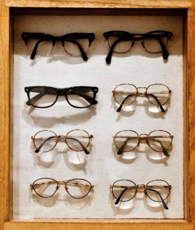 Les amis c'est comme les lunettes, ça donne l'air intelligent, mais ça se raye facilement et puis, ça fatigue. Heureusement, des fois on tombe sur des lunettes vraiment cool !