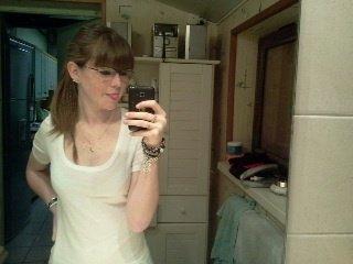 moi avec les lunette a ma mere x)