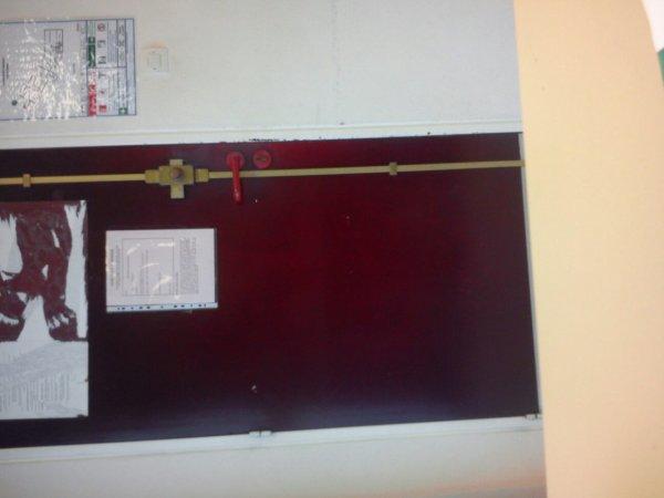 Regarder dans mon collège c'est des psychopathes, ils mettent un verrou à l'intérieur de la salle pour séquestrer les élèves 0.0