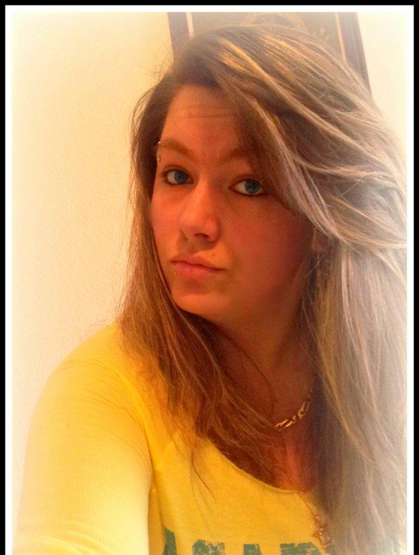 Gei Compris Qk'cei Pas Avec Une Bougie Qke J'ferais Briller Mon Ombre, Mais Qkan T'es P'tit, T'es Stupide Tu Pense Pas, Tu Pense Mal, Tu Traînes Et Ne Rentre Pas, Alors J'enchaine Les Sales Notes Sur Chacun D'mes Pupitres, Et Au Fil Des Années La Haine S'agrandit Dans Ma Pupille ...