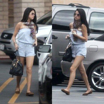 Selena DÉJEUNE AU CA'DEL SOLE AVEC SA MÈRE Mandy