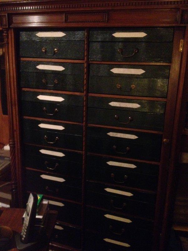 meuble de notaire entierement fini caty mosa mosa que de cathy et ses boites. Black Bedroom Furniture Sets. Home Design Ideas
